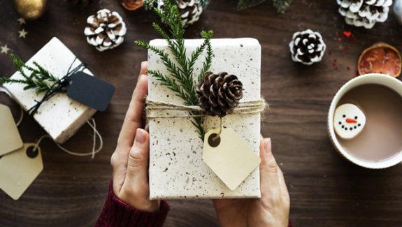 Los regalos corporativos en Navidad tienen diversos beneficios, descúbrelos aquí.