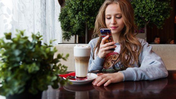 Generación Z hiperconectada a sus smartphones